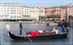 ホテル・ミラコスタのウェディングプランには、このアトラクションに新郎新婦が二人で貸し切り・片手にはシャンパンというロマンチックな船旅ができるプログラムが